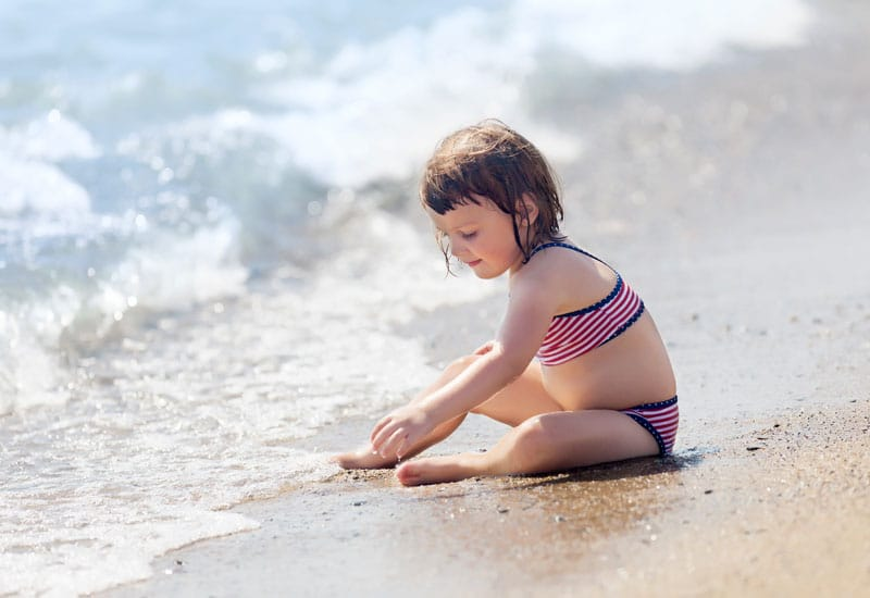 Dieťa pri mori