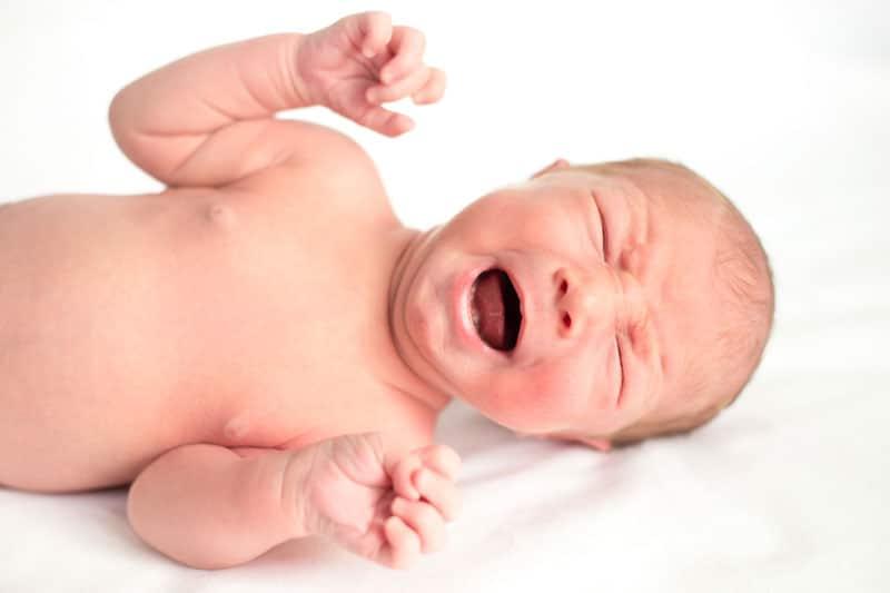 Nechať bábätko vyplakať