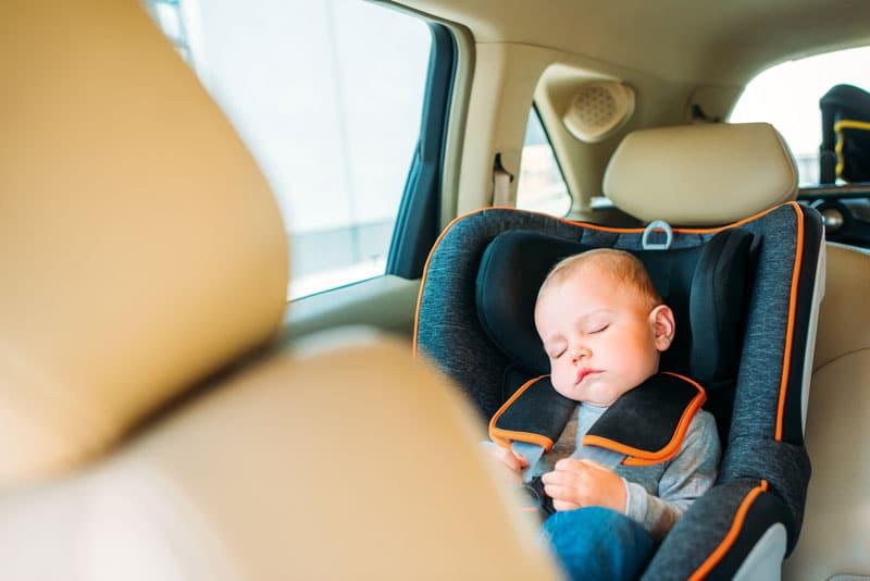 dieťa v aute