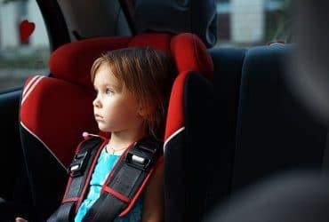 Zabudnuté dieťa v aute