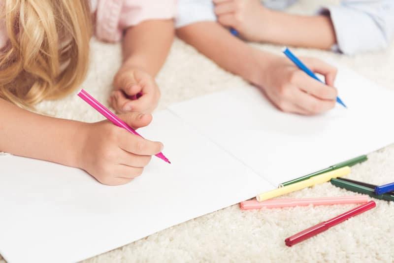 Deti si píšu