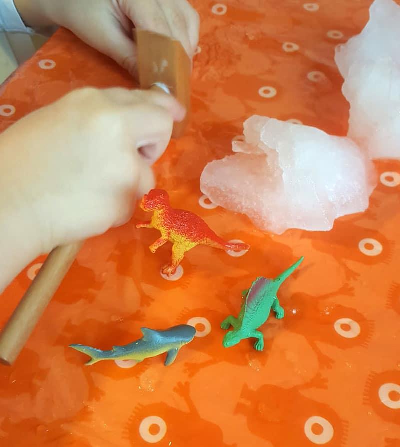 Vysekávanie dinosaurov pre deti