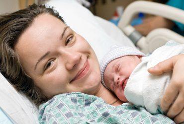 Novorodenec a mama